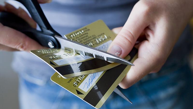 Причины отказа держателям зарплатных карт в получении кредита