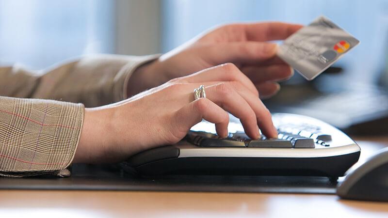 Привилегии и преимущества получения кредитных займов владельцами зарплатных карт