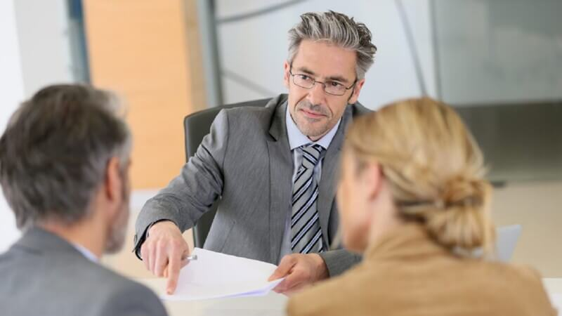 В каких случаях нужно обращаться к юристу?