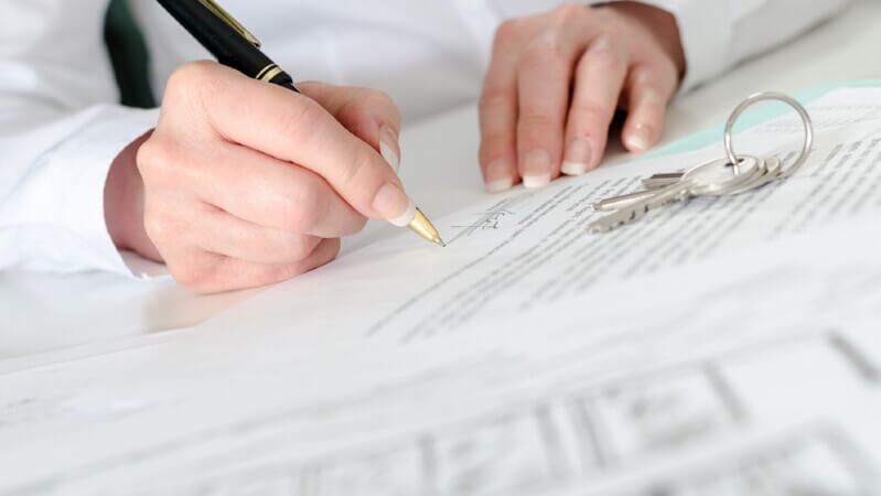 Какая информация указывается в справке, соответствующей стандарту 2-НДФЛ?