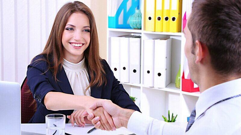 На каких условиях специалисты могут взять займ?